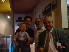 Bürgermeister Mag. Siegfrid Nagl mit Sohn Maxi, Obmann Otmar Stipsits, Ehren Mitglied Prof.Dipl.Ing. Erwin Beidl